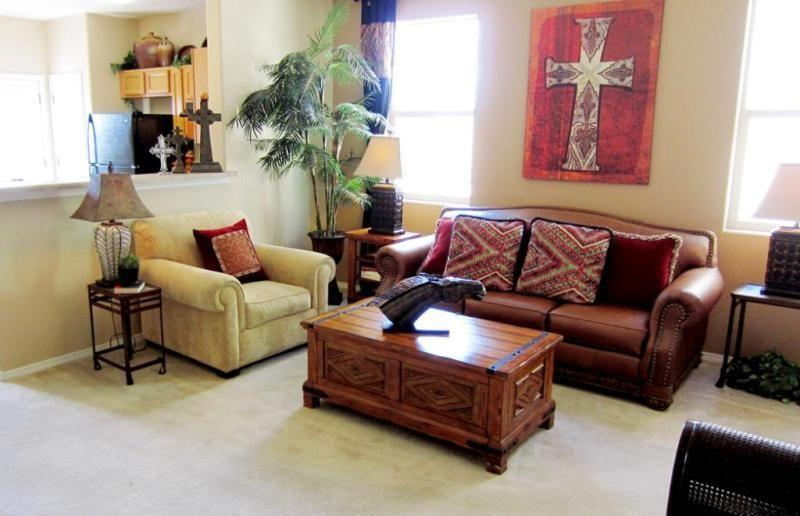 Auction Nation Auction Albuquerque Model Home Furniture Decor Auction Item Rich Oak Coffee